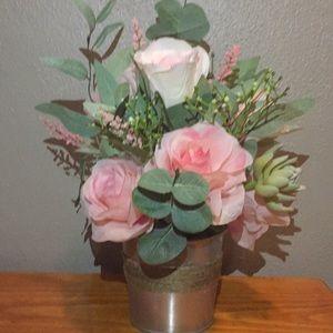 Charming farmhouse flower arrangement.